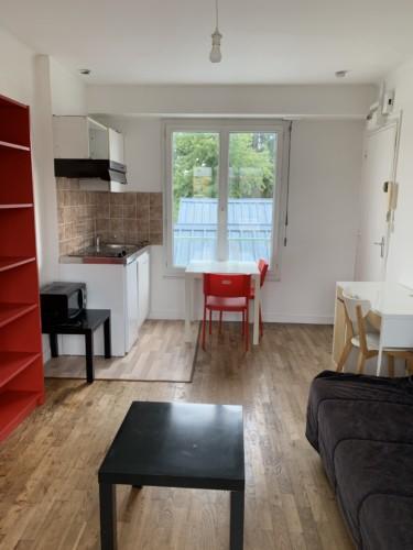 RENNES Grand studio meublé, proche métro